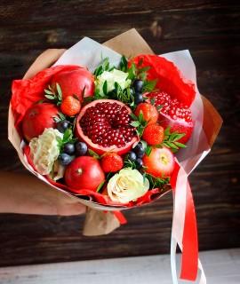 Фруктовый букет с гранатами и белыми розами