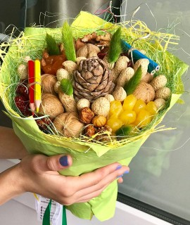 Ореховый букет с сухофруктами