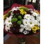 Букет из разноцветных хризантем и сантини
