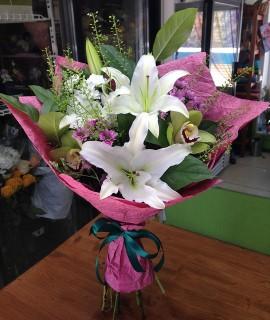 Букет из лилий и орхидей