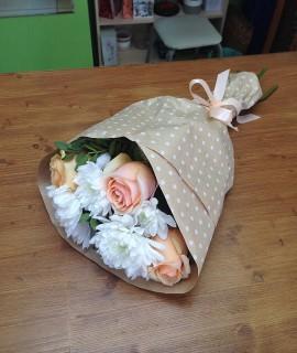 Букет с 3 персиковыми розами