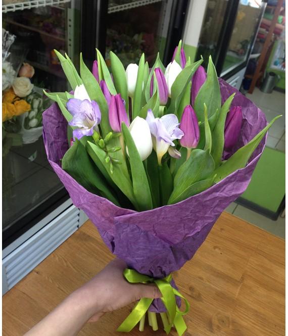 Букет из тюльпанов и фрезии