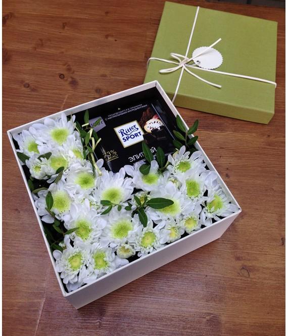 Композиция с горьким шоколадом  в квадратной коробке
