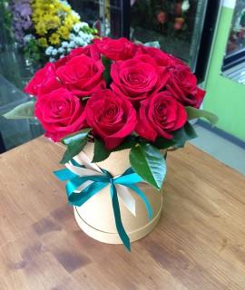 Букет из 15-ти красных роз в шляпной коробке