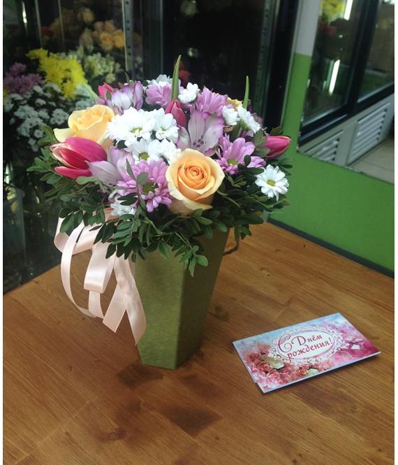 Букет с тюльпанами и розами в коробке-вазе