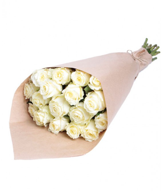 17 белых роз в крафте