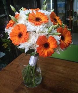 Букет невесты с оранжевыми мини-герберами